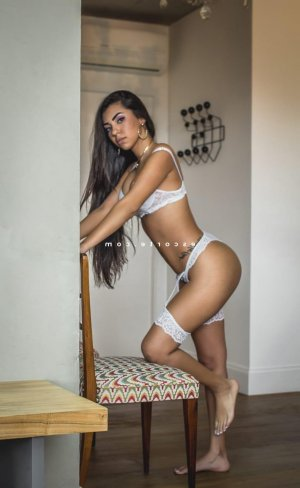 Manahil sexemodel escort girl à Paris 3