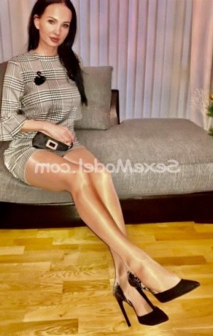 Guilhermina escort girl